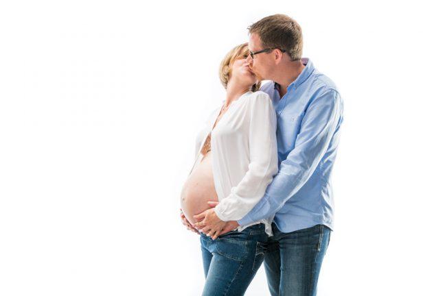 babybauch-schwangerschaft-eltern